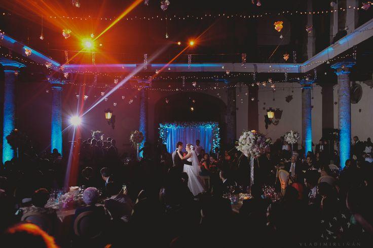💜 #click #love #wedding #mexicowedding #vals  #México #firstdance #weddingphotographer #bodas www.vladimirphotographer.com/category/bodas/