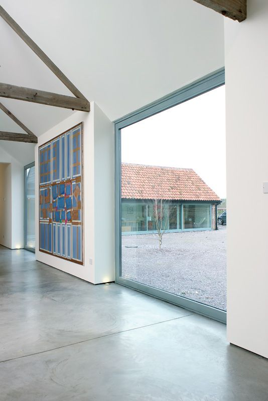 A minimalist barn conversion, home and a gallery space that caught my eye a while ago, clean lines, fresh beautiful whites - what more...