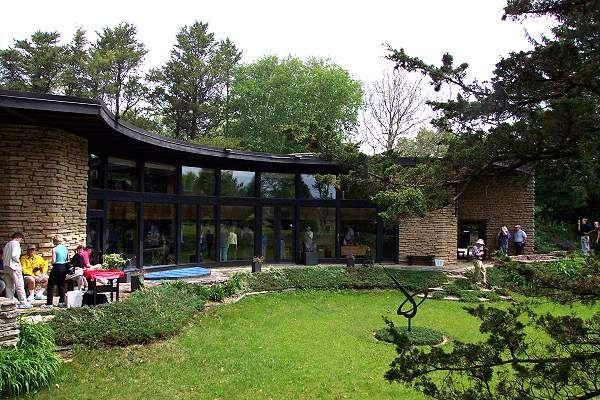 Frank lloyd wright semi circle en 1943 frank lloyd - Frank lloyd wright architecture organique ...