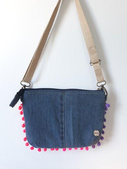 a74d84fd9 Compre Bolsa Tiracolo Jeans PomPom no Elo7 por R$ 59,00 | Encontre mais