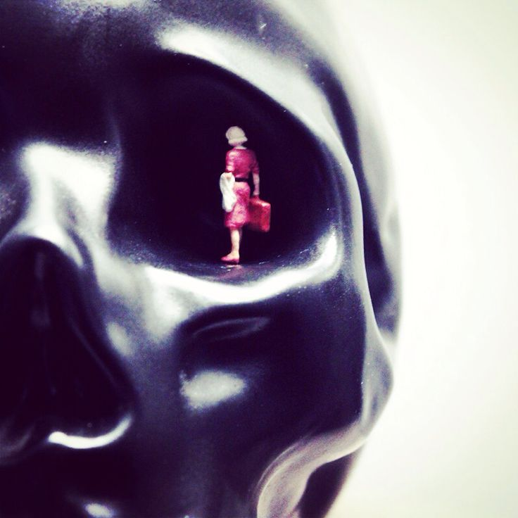 #Boyage #preiser #skull little #woman #travel end #macro By Arancha prada