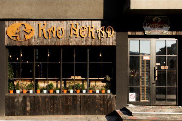 Натуральные материалы, светлые оттенки и обилие зелени: деревенский интерьер кафе Као Nekad, Нови-сад, Сербия