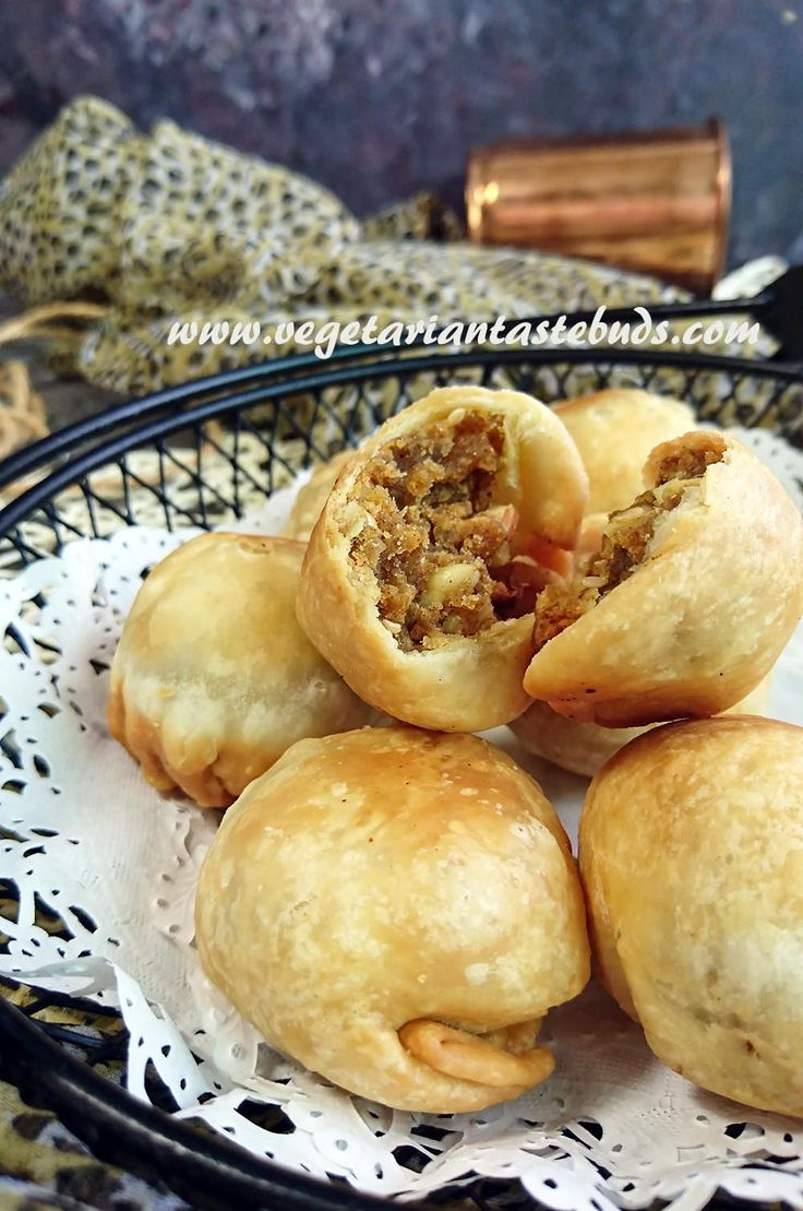 Crispy Kachori Stuffed with Spicy Dry Masala - Dry fruit kachori or dry kachori is a popular gujarati tea-time snack recipe – crispy kachoris stuffed with tangy, spicy filling of crushed ganthiyas, chopped nuts, flavoured and tempered with basic spices. These can be stored for a couple of days and tastes best with a hot cup of tea/coffee.