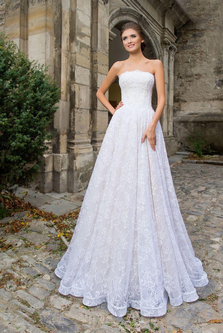 Elegantné čipkované svadobné šaty bez ramienok