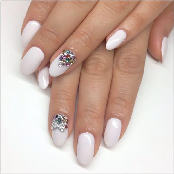 Diseño de uñas con cristales
