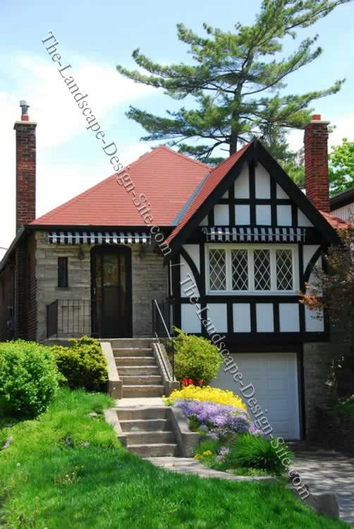 Very cute house this reminds me of my grandparents house for Steep hillside house plans