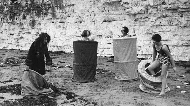 ᙖℓąƈƙ & ᏇᏲᎥ৳ҽ Ƥђσ৳σʂ ~ Tumbler,  Girls getting changed on a public beach, 1929.