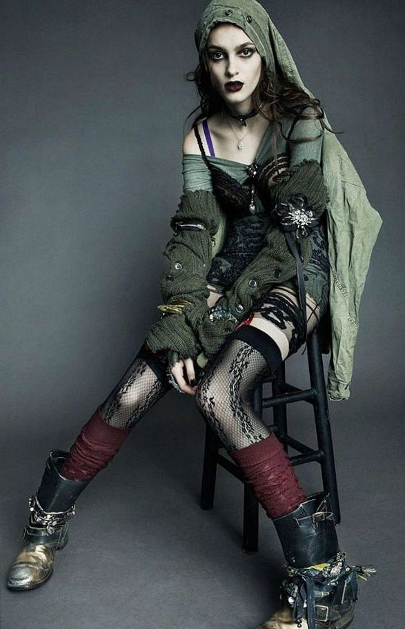 I love the boots and the red/green contrast- Post - Apo Look : Photo