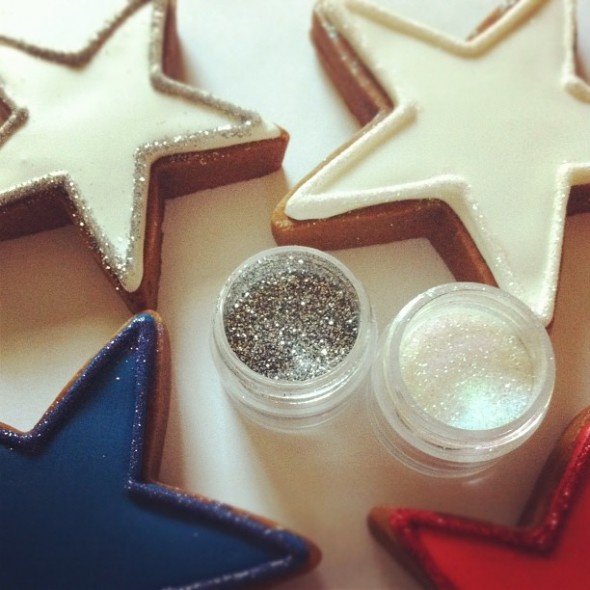How to apply disco dust to cookie borders.