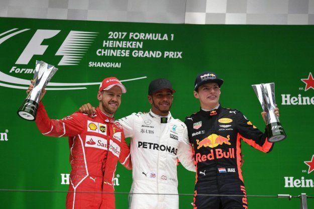 Hamilton i Vettel po tyle samo punktów https://www.moj-samochod.pl/Sporty-motoryzacyjne/F1-Chiny--Hamilton-tym-razem-nie-oddal-prowadzenia #GpChina #f1china #ChineseGP