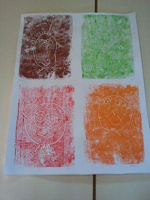 monotype: sur un plastique recouvert de gouache,faire un dessin au coton tige, puis presser une feuille dessus.