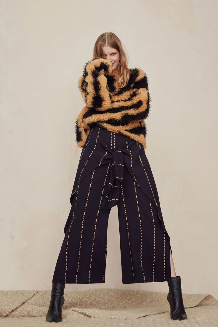See the complete Sass & Bide Pre-Fall 2018 collection.