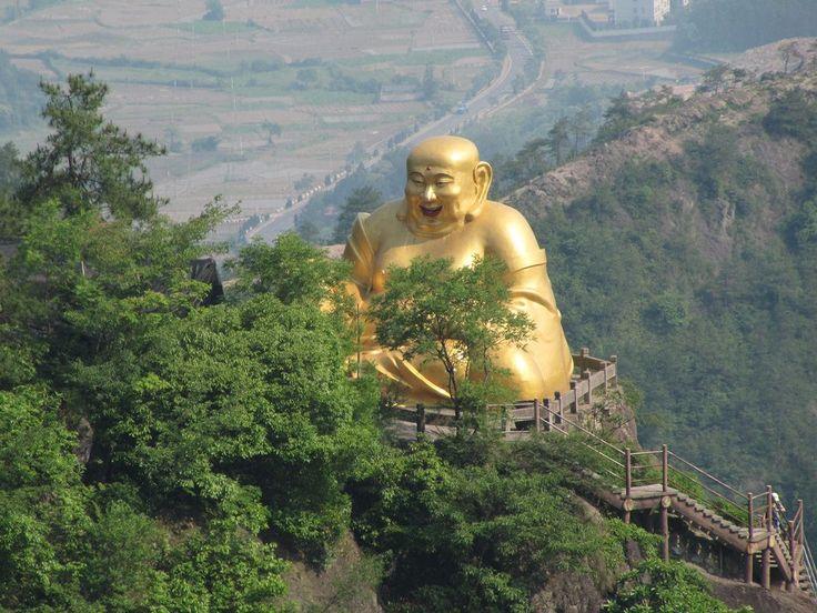 Vizitati un templu budist? Iata ce sa nu faceti...