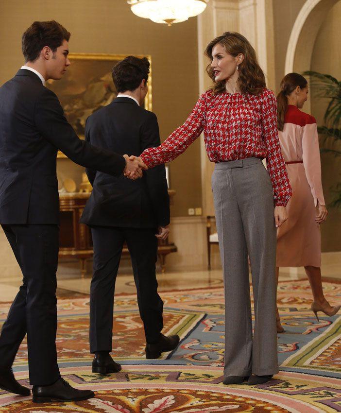 Los Gemeliers saludan a la Reina a su llegada a la audiencia. 04.11.2016