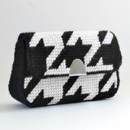 Learn how to make your own plastic canvas clutch and check out the free houndstooth check needlepoint pattern, too!