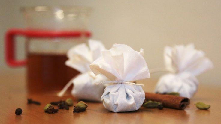 En god kopp te føles enda bedre hvis du har lagd teposen sjøl, eller fått den av noen. Disse teposene kan også brukes til å lage chai-latte.