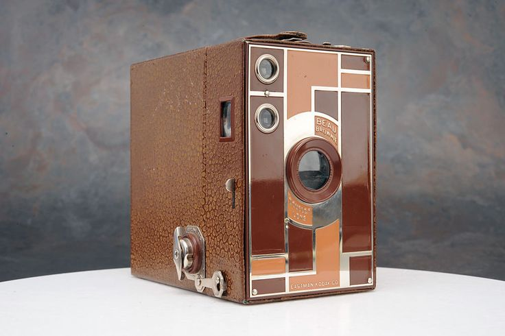 - Kodak No. 2A Beau Brownie Box Camera, Walter Dorwin Teague Designed #Kodak