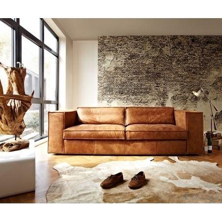 Schitterende bank in een moderne en stoere woonkamer. Bankstel Sassari is een heerlijke loungebank met brede armleuning. De stoere bank van l'Ancora is leverbaar in verschillende afmetingen, stof- en leersoorten en kleuren. Bekijk de mogelijkheden bij van de Pol Meubelen.