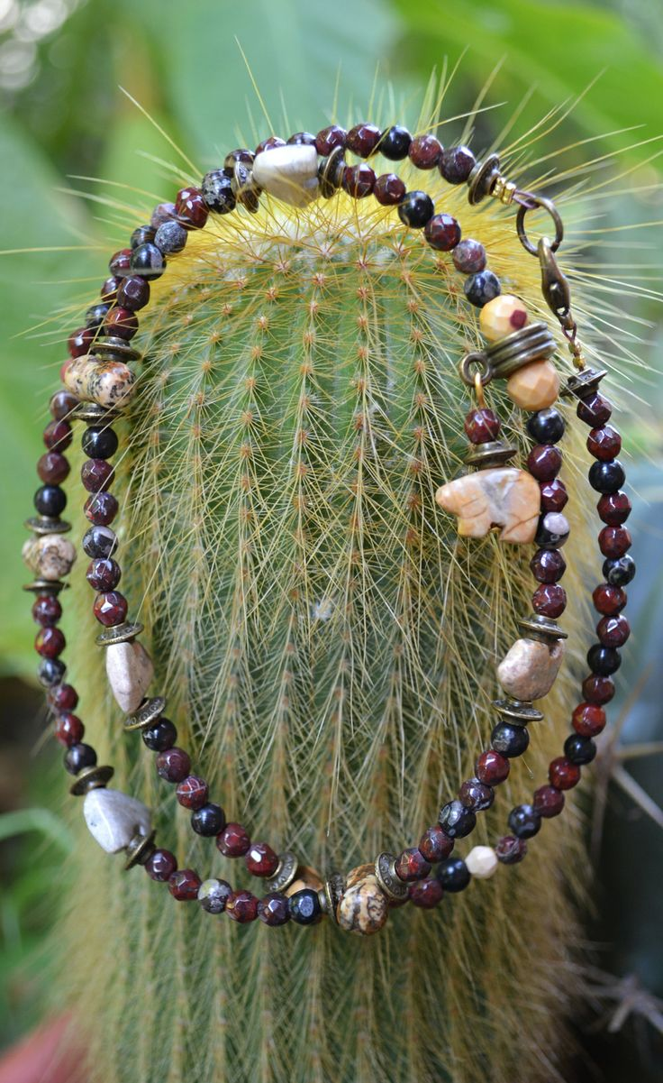 Collana Nativo Americana con Pietre Sfaccettate ed Orsi Zuni in Pietra Dura