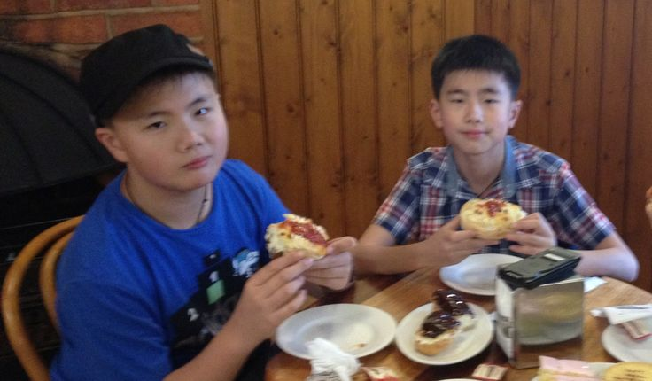 Eating Aussie meat pies at the Beechworth Bakery