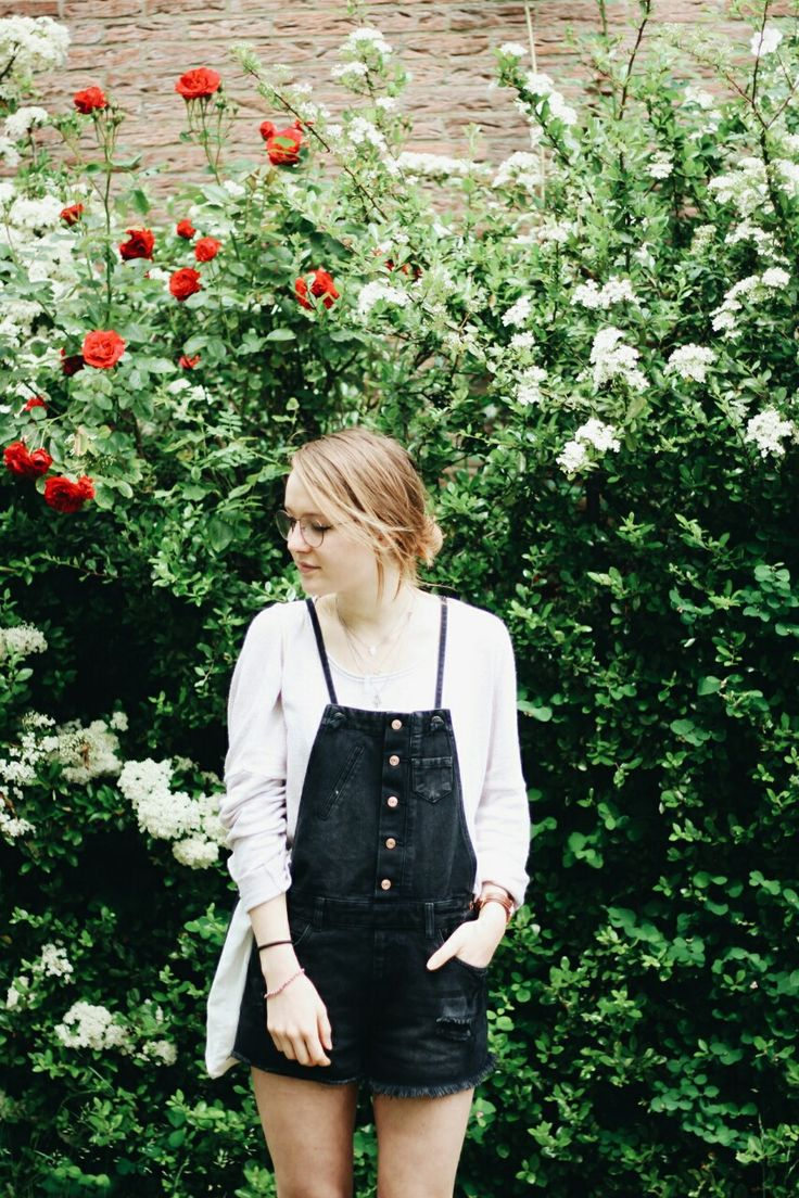 LAURESQUE: outfit • red roses, genuine smiles and dungaree shorts