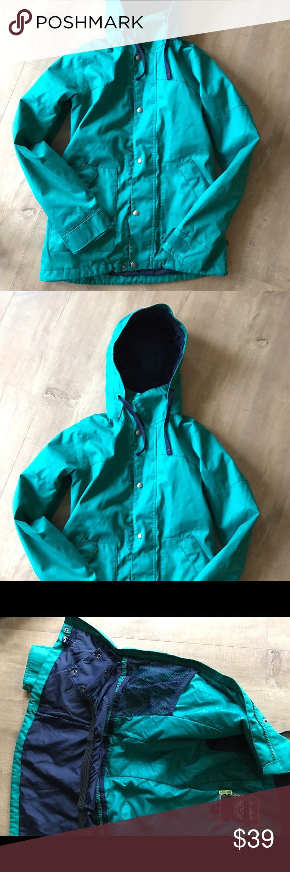 WOMEN'S BLUE/GREEN SKI/SNOW BURTON JACKET Burton Dry Ride. VERY warm. A gorgeous teal color with navy blue interior. Inner pocket, elastic waist and wrists. In GREAT condition, sad to sell but no longer fits me. Smoker-free home :) Burton Jackets & Coats