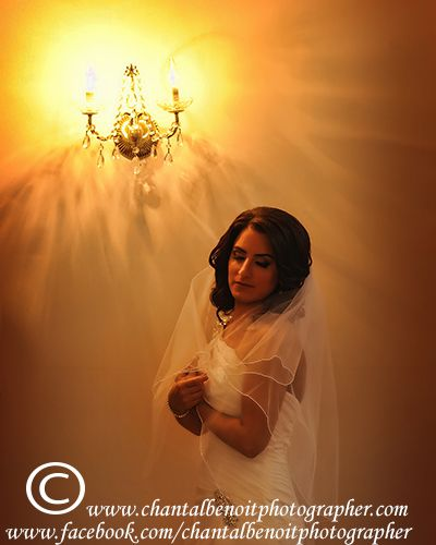Classic wedding Photo of the Bride at her parent's house before her wedding ceremony