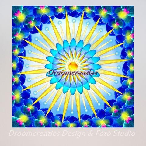 Mandala Sunshine De zonnestralen in deze mandala herinneren je eraan datde zon altijd schijnt! Ook al zit het soms tegen en verkeer je in het duister. Verwarm jezelf met positieve gedachten,ga weer terugnaarhet licht.Door de …