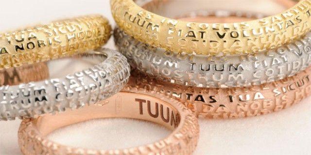 """Tuum in Latino significa """"tuo"""" e nasce proprio lettura l'idea del marchio che prende in prestito le parole di un messaggio universale, di Amore."""