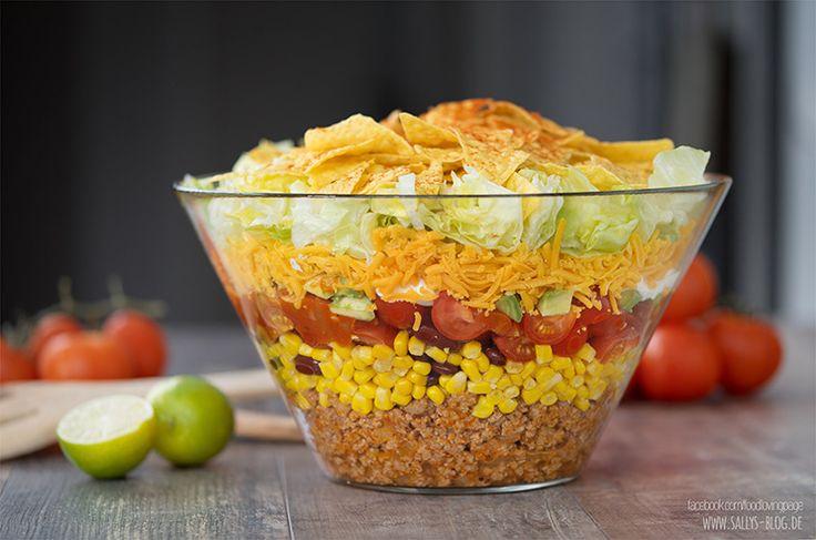Super leckeres Partyrezept: dieser Nacho-Salat besteht aus mehreren Komponenten, lässt sich hervorragend vorbereiten und eignet sich gut als Hauptspeise. Zubereitung: 40 Min. Zutaten für 4 Personen als Hauptspeise: Salsa Soße: 2 EL Olivenöl 1 Zwiebel 200 g Tomaten aus der Dose 1 grüne Paprika 2 EL brauner Zucker ½ Chilischote (z. B. Habanero) 2 EL …