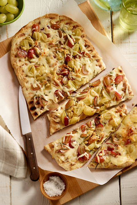 INGREDIENTS BY SAPUTO | Looking for an original meal idea the whole family will love? Try this healthy recipe for grilled pizza with grapes, pine nuts and Saputo Mozzarellissima cheese. Who knew nutritious could taste so good?