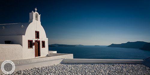 Church in Oia, Santorini. © SantoriniPhotoTours.com / Olaf Reinen