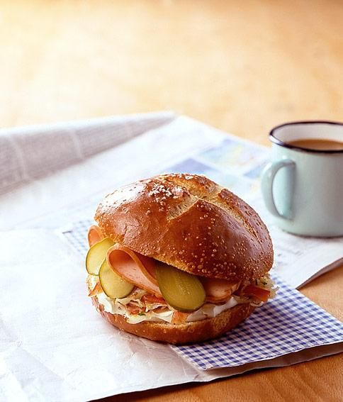 Leberkäse-Krautsalat-Burger Rezept - [ESSEN UND TRINKEN]