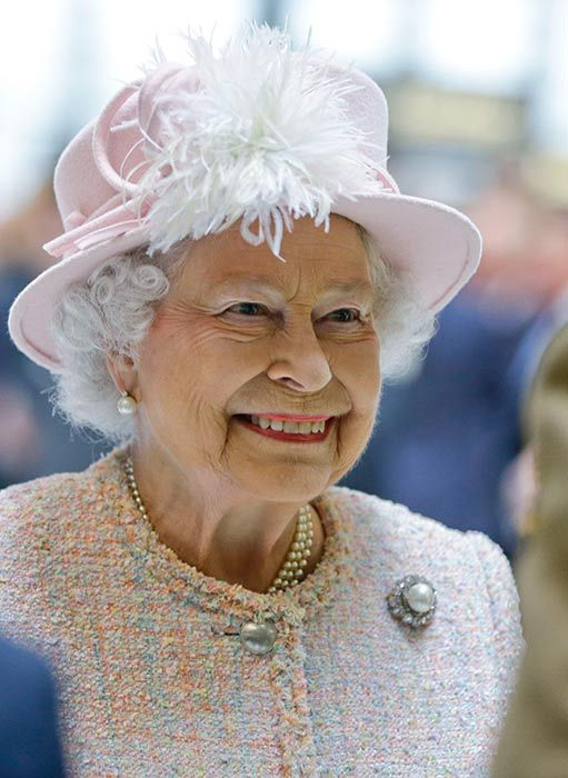 Queen Elizabeth II turns 88: Find out what's in the stars for the Queen, and you, today... - hellomagazine.com