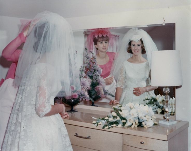 Last checks in the mirror. | 60 Adorable Real Vintage Wedding Photos From The '60s