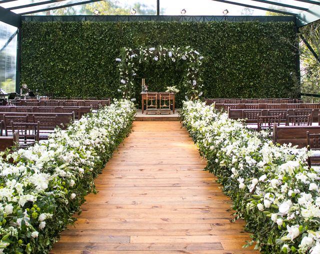 """Mariana Torres e Felipe Hube disseram o """"sim"""" em um casamento na fazenda da família da noiva. A assessoria ficou por conta da Entrevento."""