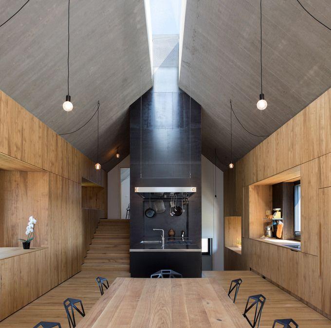 *전통적 헛간 모양의 집-Dekleva Gregorič Arhitekti builds wooden house with chimney-shaped skylight :: 5osA: [오사]