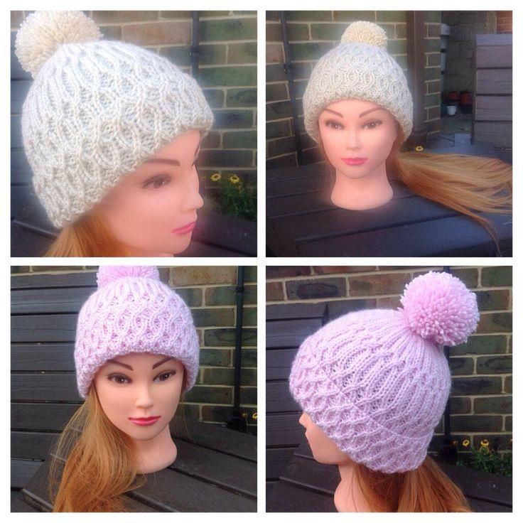 #giftsforher #largepompomhat #ladieshat #winterhat #handknittedbeanie #ladiespink #xmasforher