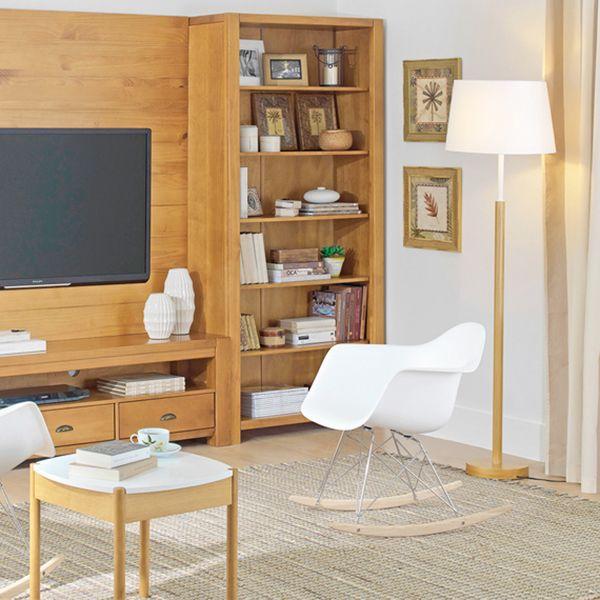 Sua sala de estar com muito conforto! A Cadeira de Balanço Eames é estilosa e aconchegante, agregando beleza e funcionalidade ao ambiente! :)
