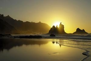 Budapesta Tenerife: Soare si relaxare intr-un sejur exotic