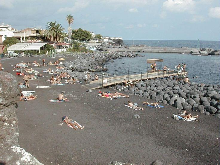 San Govanni Li Cuti spiaggia lungo mare di Catania Sicily