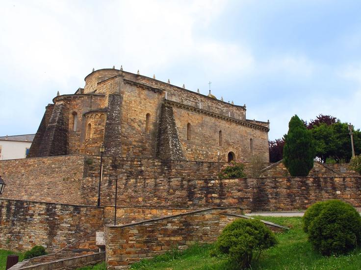 Basílica románica de San Martiño de Mondoñedo. Foz, Lugo, Galicia, Spain. Romanic church.