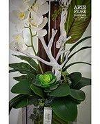 Composizione Orchidee in vaso di legno