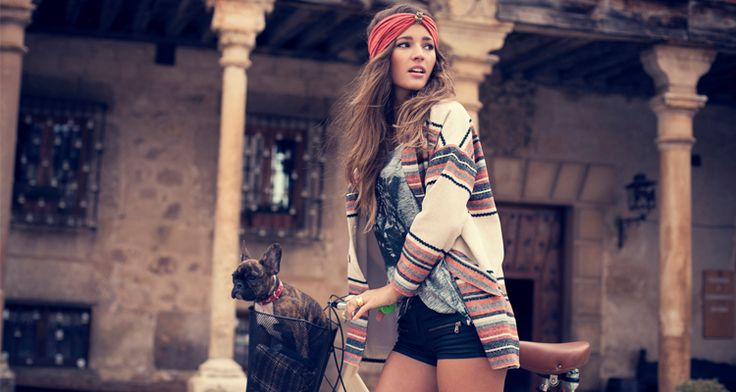 If you're someone that's all for peace, flowers and all bout that hippie love then the Boho çhic hippie look is perfect for you on Halloween 2015!