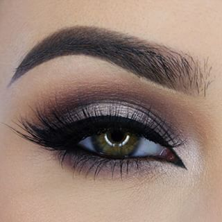 Brown smokey eye and defined brows