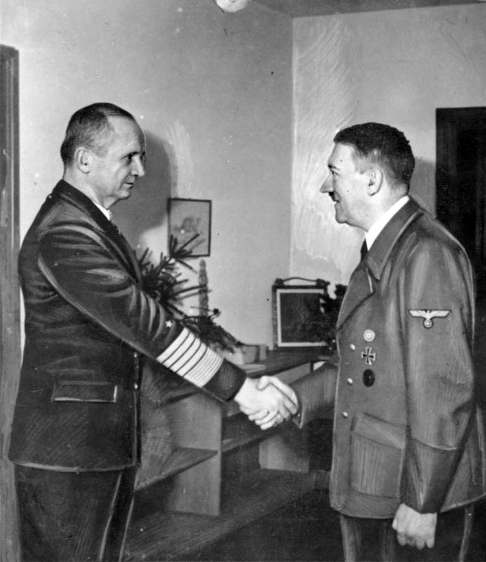 Bundesarchiv Bild 183-V00538-3, Karl Dönitz, Adolf Hitler.jpg