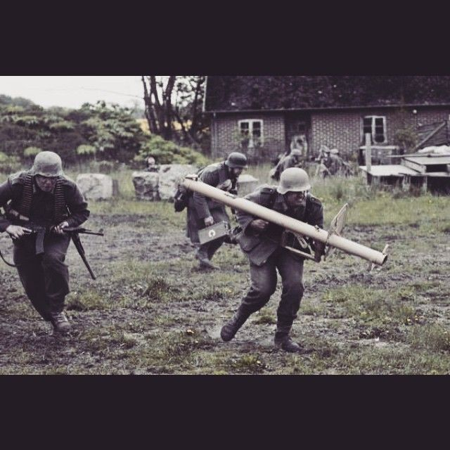 Panzergrenadier's making one last push before the end. Public battle at preparedness museum at Helsingborg this past weekend. -FHF Die Panzergrenadiere- #ww2 #reenactment #reenactor #heer #wehrmacht #kriegsende #1945 #radelübbe #sweden #beredskapsmuseet #2015