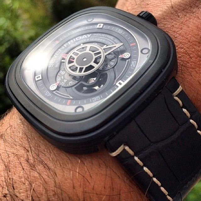 SevenFriday's P3 (01) paired with a Hirsch Knight strap. Looks chunky but tapers to a 26mm buckle. Thanks @thewatchobsession for sharing. Damn, SevenFriday sure shoots well, hard to ignore this new upstart brand. ⚓️ timeandtidewatches.com