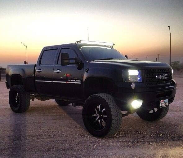 lifted black GMC truck ushqhajhsiaaayysthehsycjwhh