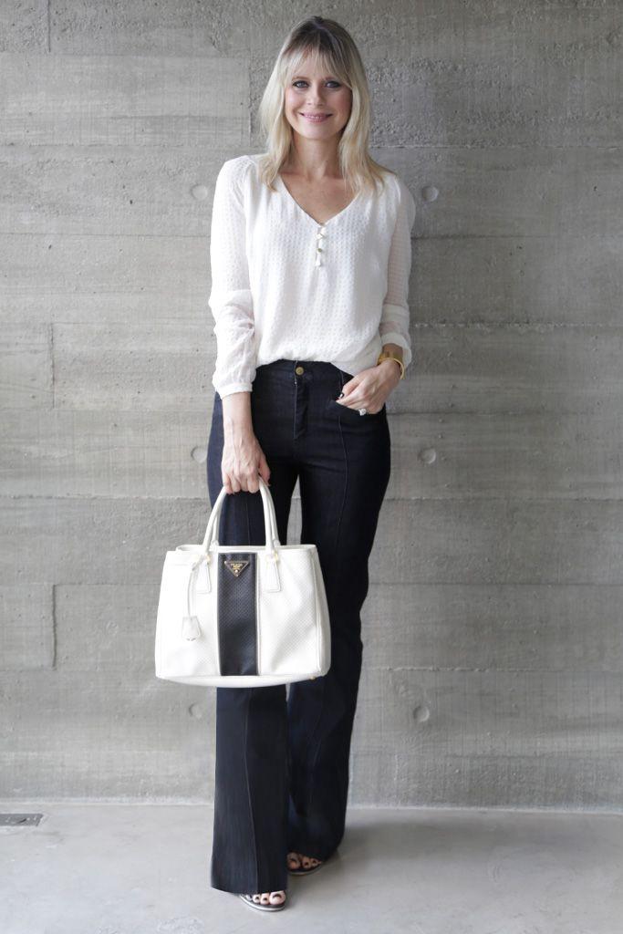 como usar camisa branca com jeans no trabalho